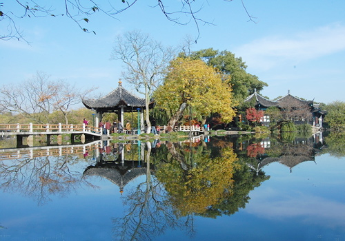 The West Lake is world-known for dainty landscape of lakes and mountains as well as a mass of places of historic interests.