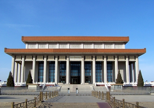 The Chairman Mao Zedong Memorial Hall was completed in 1977 on the Tian'anmen Square,Beijing.