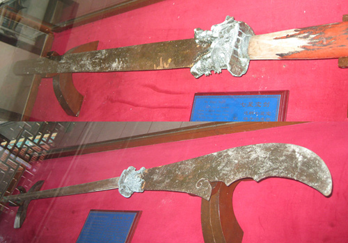 The Seven Star Sword and the saber showed at the Golden Temple in Kunming.