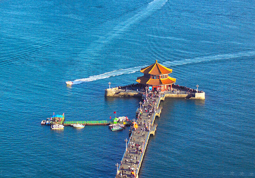 Located in the southern coast of Qingdao city,Zhan Bridge is the icon of Qingdao city.