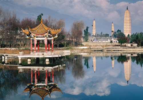 The Three pagodas Park provides beautiful sceneries with clear reflections of Three Pagodas,pavilions and kinds of flowers and plants.