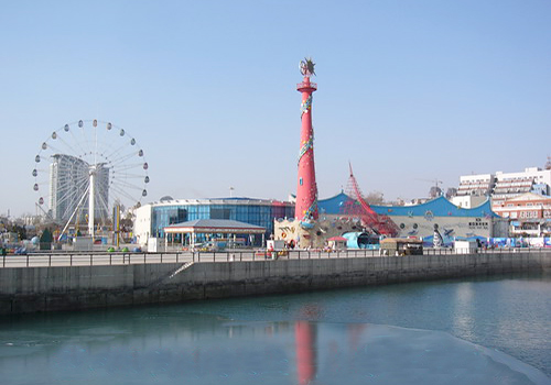 Dalian Xinghai Park has a long history and it is the biggest seashore park rightnow in Dalian city.