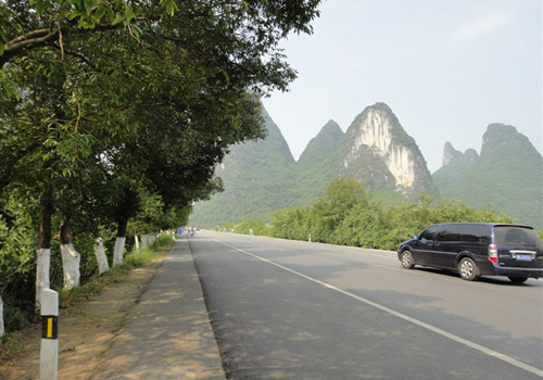 The country road from Yangshuo Town to the Moon Hill.