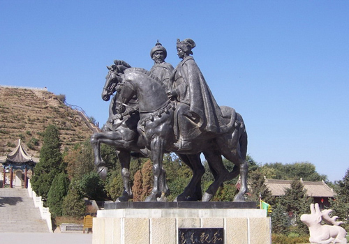 The bronze statues of Wang Zhaojun and Huhanye in Zhaojun Tomb Scenic Spot,Hottot,Inner Mongolia.
