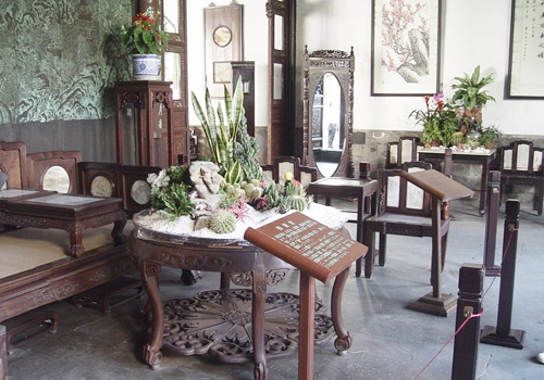 Dignified and graceful furnishings in the halls of Lion Grove,Suzhou
