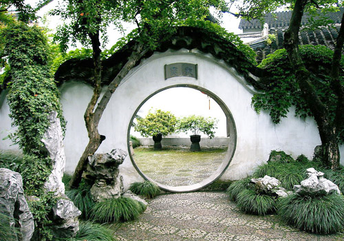 the arch doors in the gardening always masterly introduce in outside landscapes.
