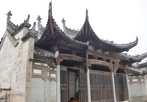 Aside Tangyue Memorial Archway, there are two ancestral temples of Bao Family.