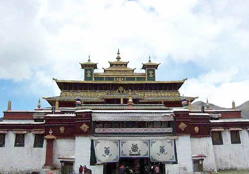 Most of relics are survived from Ming Dynasty (1368-1644) and form a graceful architectural complex of ancient temple.