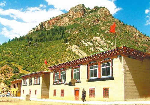 Chamdo Town is a place of great value, which is served as the eastern gateway to Sichuang, Yunnan and Qinghai provinces.