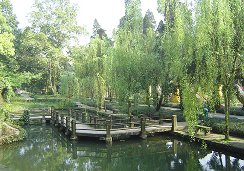 Northern Hot Springs Park of Chongqing can well boast of its numerous scenic spots and rich cultural relics.