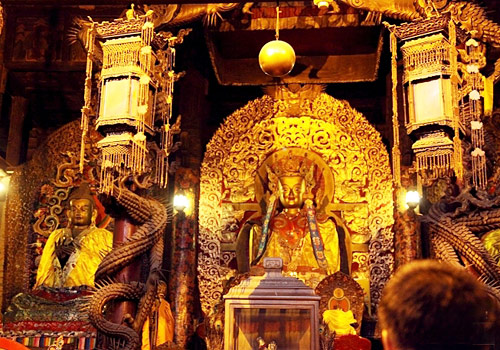 "Silver Buddha,dragon carvings,and mural are bestowed as ""the Three Uniqueness"" in Dazhao Temple."