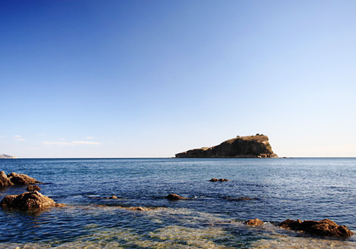 Bangchuidao Scenic Area is a famous seashore resort combining marvelous scenery of hills, sea, islet and beach.