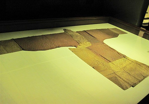 The silk coat is as light as only 49 grams exhibited in the museum,Changsha