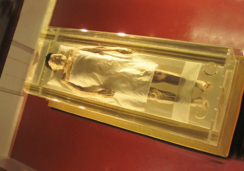The corpse of the tomb's owner, which was buried for more than 2000 years but was extremely well-preserved.