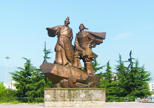 A statue of Li Bing and his son,Chengdu