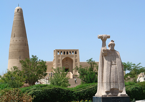 Listed as one of national priority cultural relic protection sites, Emin Minaret of Turpan is well known for its novel and unique architectural design.