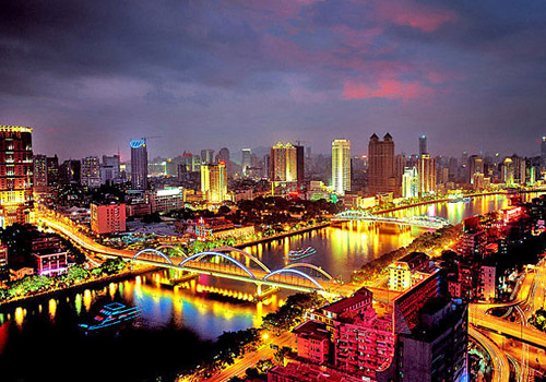 Pearl River night cruise is very popular in Guangzhou.