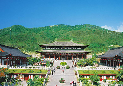 Nanshan Temple is a holy land of Buddhism as well as a famous attration of Sanya,Hainan Island.