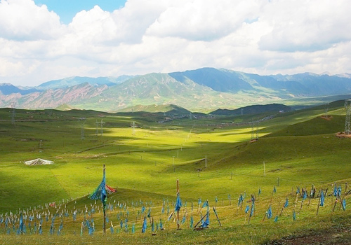 Riyue Mountain is one of the most famous and popular tourist attractions in Xining.