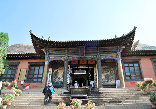 Northern Buddhist Temple was built in Northern Wei Dynasty with a history of more than 1900 years.