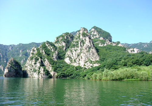 Bingyu Valley Scenic Area is reputed as Mini Guilin of Northern Liaoning Province.