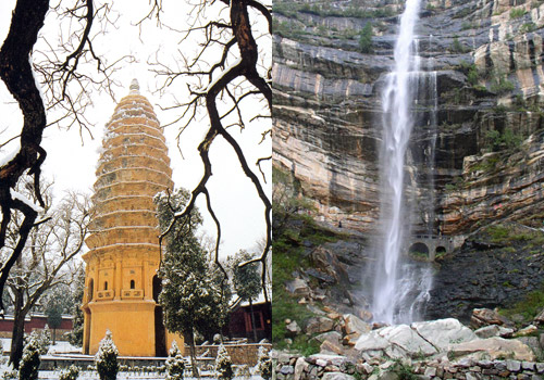 Pgoda of Songyue Temple and Luya Waterfall in Song Mountain,Zhengzhou attractions.
