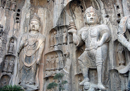 Carvings of Buddhas of Longmen Grottoes,Luoyang attractions.