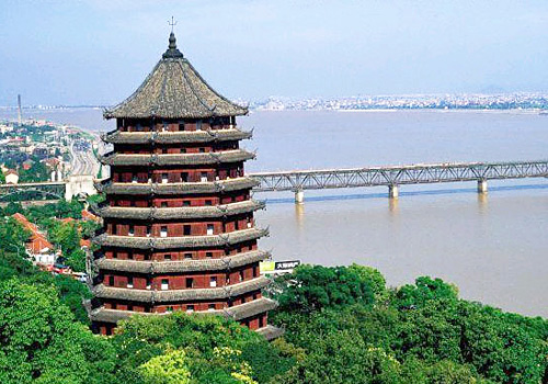 The Six Harmonies Pagoda of Hangzhou was rebuilt in 1163 during Southern Song Dynasty in a timberwork.