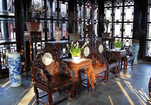 The furnishings inside Yuanxiang Hall,Suzhou