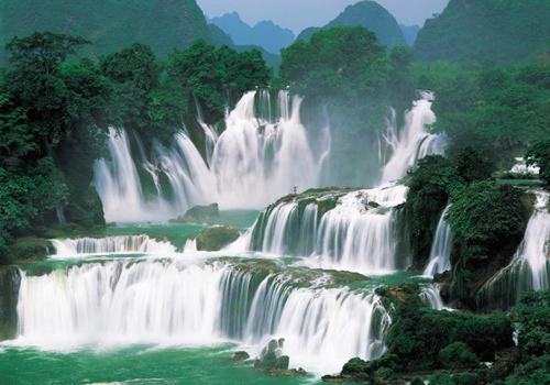 No matter if you are close to the falls or far from them, these magnificent falls are sure to captivate your heart.