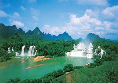Detian Waterfall crosses from China to Vietnam and is Asia's largest transnational waterfall, and places second longest amongst the entire world.