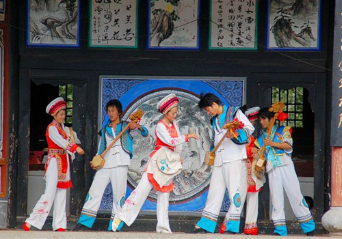 Bai Ethnic Village offers songs and dances in Yunnan Ethnic Village,Kunming City