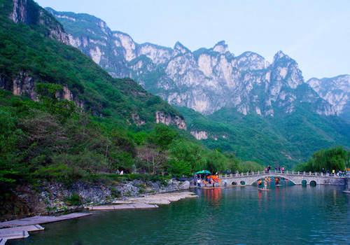 Yuntai Mountain is the only national park in Henan Province which was inscribed in the first batch of world geological parks.