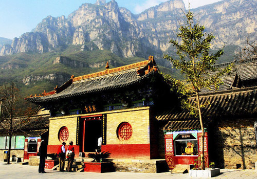 Wanshan Temple is a Buddhist temple in Mount Yuntai built in Ming Dynasty.