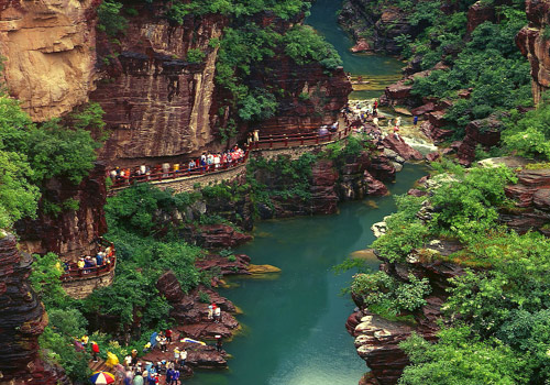 "Red Rock Gorge belongs to land formation rarely found in China,which is praised by experts to be ""a pure natural landscape""."