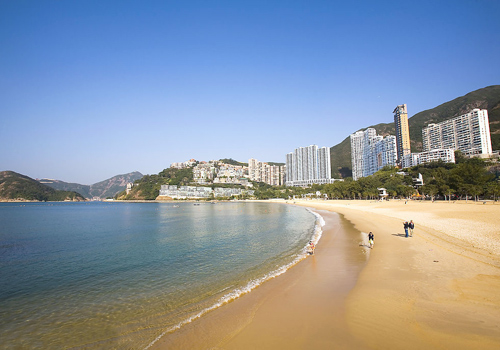 Repulse bay is located in the southern part of Hong Kong to the east of Deep Water Bay,and west of Middle and South bay.
