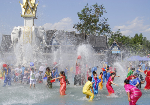 Water Splashing Ritual in Dai Minority Park of Ganbala