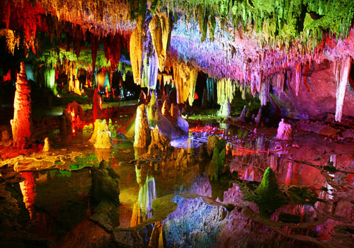 The Yellow Dragon Cave is an underground pearl in Wulingyuan Scenic Area,Zhangjiajie City,Hunan Province.