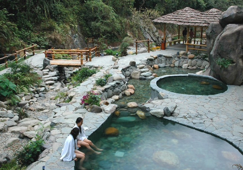 Longsheng Hot Springs Forest Park is famous for its beautiful surroundings and high quality hot springs.