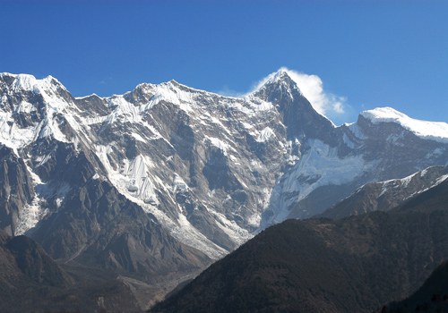 The peak of Namcha Barwa in Nyingchi with a height of 7782m is crowned as the father of iceberg.