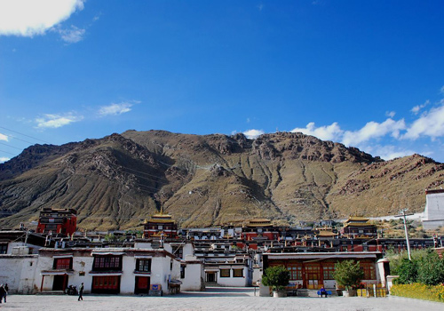 Tashilhunpo Monastery is the symbol of Shigatse as well as the station of successive Panchen Lamas.