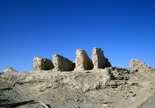 As a location of one of the 36 kingdoms of western region 2000 years ago,Yuli has some ruins of famous disappeared ancient cities.