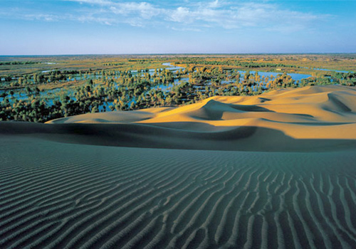 Lopnor Village of Yuli County is a Shangri-la as well as a junction of the China's largest desert,the longest continental river,the largest green belts and the throat of the ancient Silk Road.
