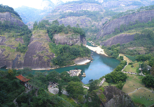 Nine Band Stream offers the most charming tourist route in Wuyi Mountain Scenic Area.