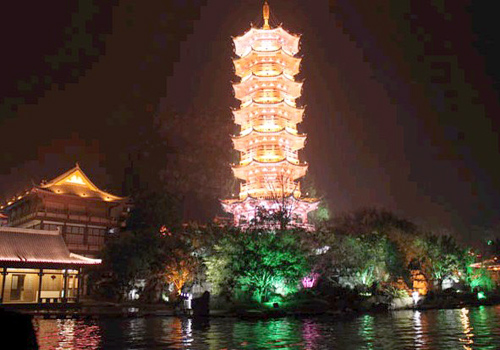 The locals used Longhua Pagoda in Shanghai as a blueprint to build the 45-metre-high Mulong Pagoda, adding grace to this scenic area.
