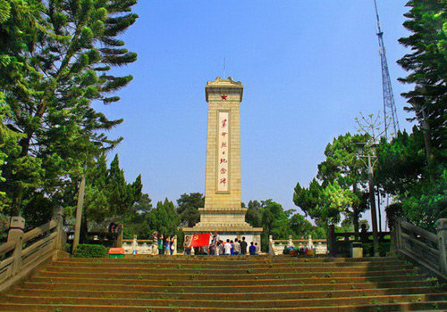 The monument was built in memory of those revolutionary martyrs sacrificed in Guangxi during revolutions.