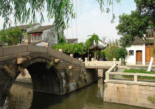 Twin Bridge is made up of a stone arch bridge – Shide Bridge and a stone beam bridge – Yong'an Bridge.
