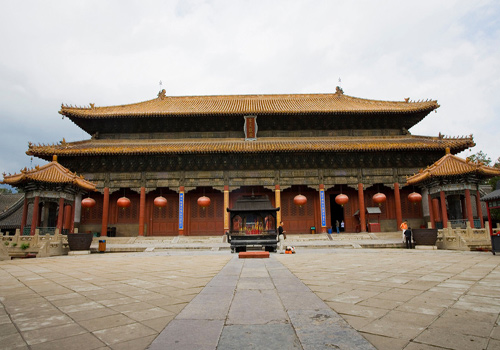 Constructed in 1009, 48.7 metres long, 19.73 metres wide, and 22.3 metres tall, Tiankuang hall is the main part of the Dai Temple, as well as the palace of the God of Mountain Taishan.