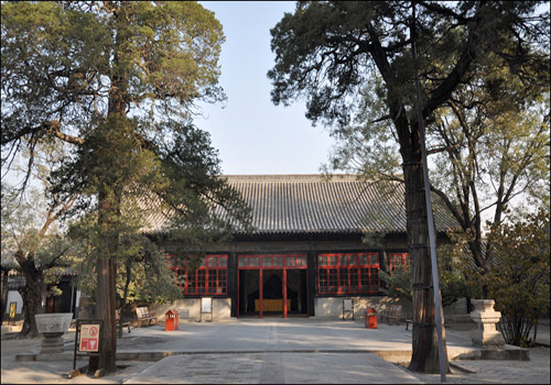 In the past, Hall of Mansion of Confucius was where Yanshenggong received other officials, tried a case and ceremonies were held.