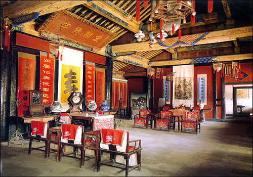 Qianshang halls refer to seven rooms of the Mansion of Confucius, where the host received his relatives and bosom friends, and weddings and funerals took place.